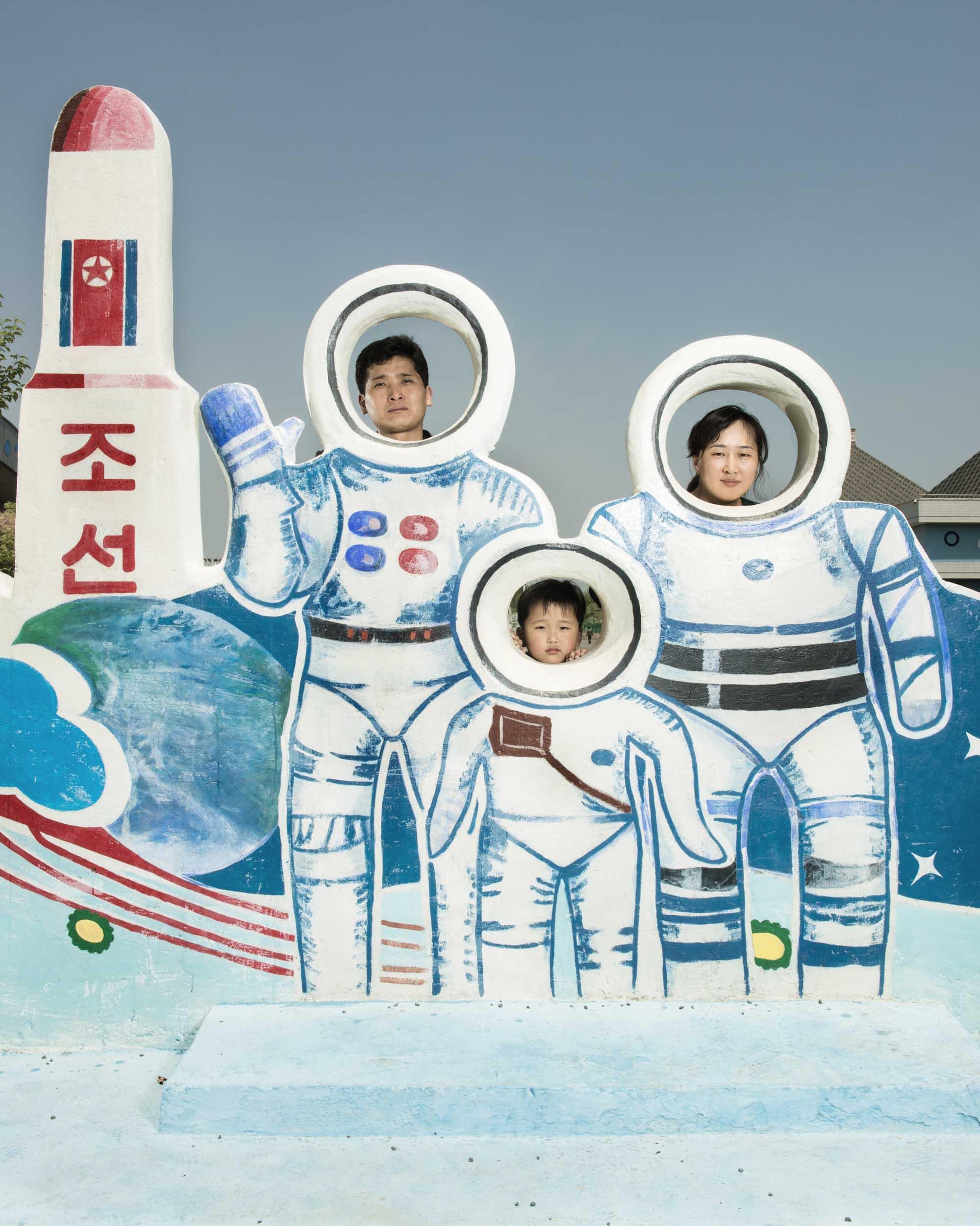 Quatrième puissance spatiale à maîtriser les vols spatiaux habités - Page 3 Sg_north-korea_50